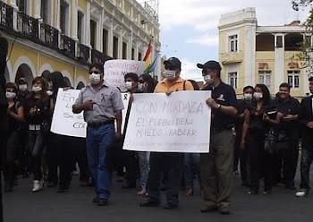los periodistas cochabambinos no se rinden. día tras día al mejor estilo no se rinden lo