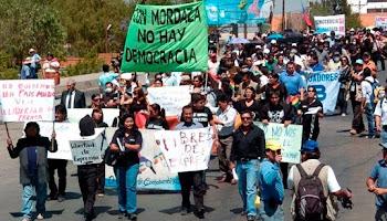 los periodistas cochabambinos reeditaron la marcha de los cruceños