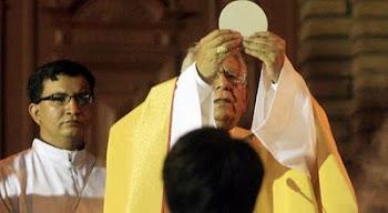 cardenal Terrazas celebrando en la Catedral de Santa Cruz