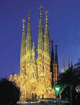 esplenrodosa. majestuosa. incomparable imagen de la Sagrada Familia