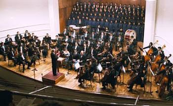 los 160 músicos de la Sinfónica Nacional interpretan a Mozart