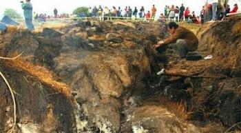 arde la tierra en Vila Rivero, cerca de la ciudad de Cochabamba. emana gases