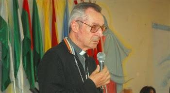 sacerdote salesiano responsable como arzobispo de Cochabamba se preocupa por los niños