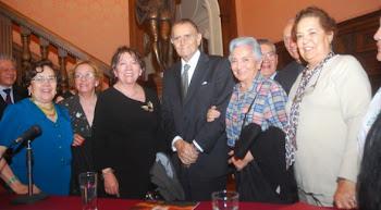 Joaquín Aguirre rodeado del afecto de la sociedad cochabambina