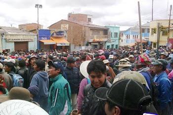 primero mineros y luego originarios saquean y roban en almancenes de Llallagua, Potosí