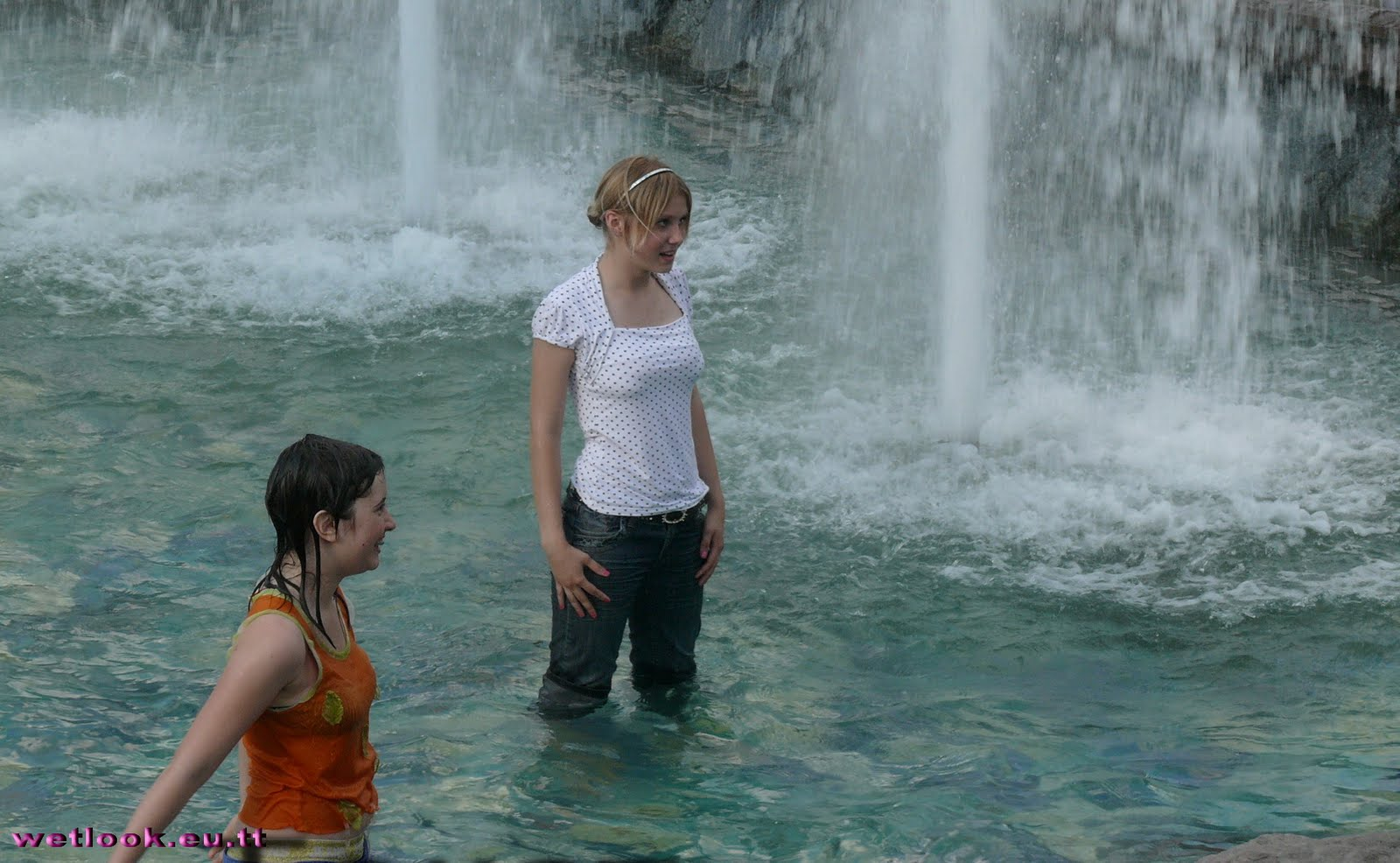 Wetlook Candid College Girls Teen In A Fountain