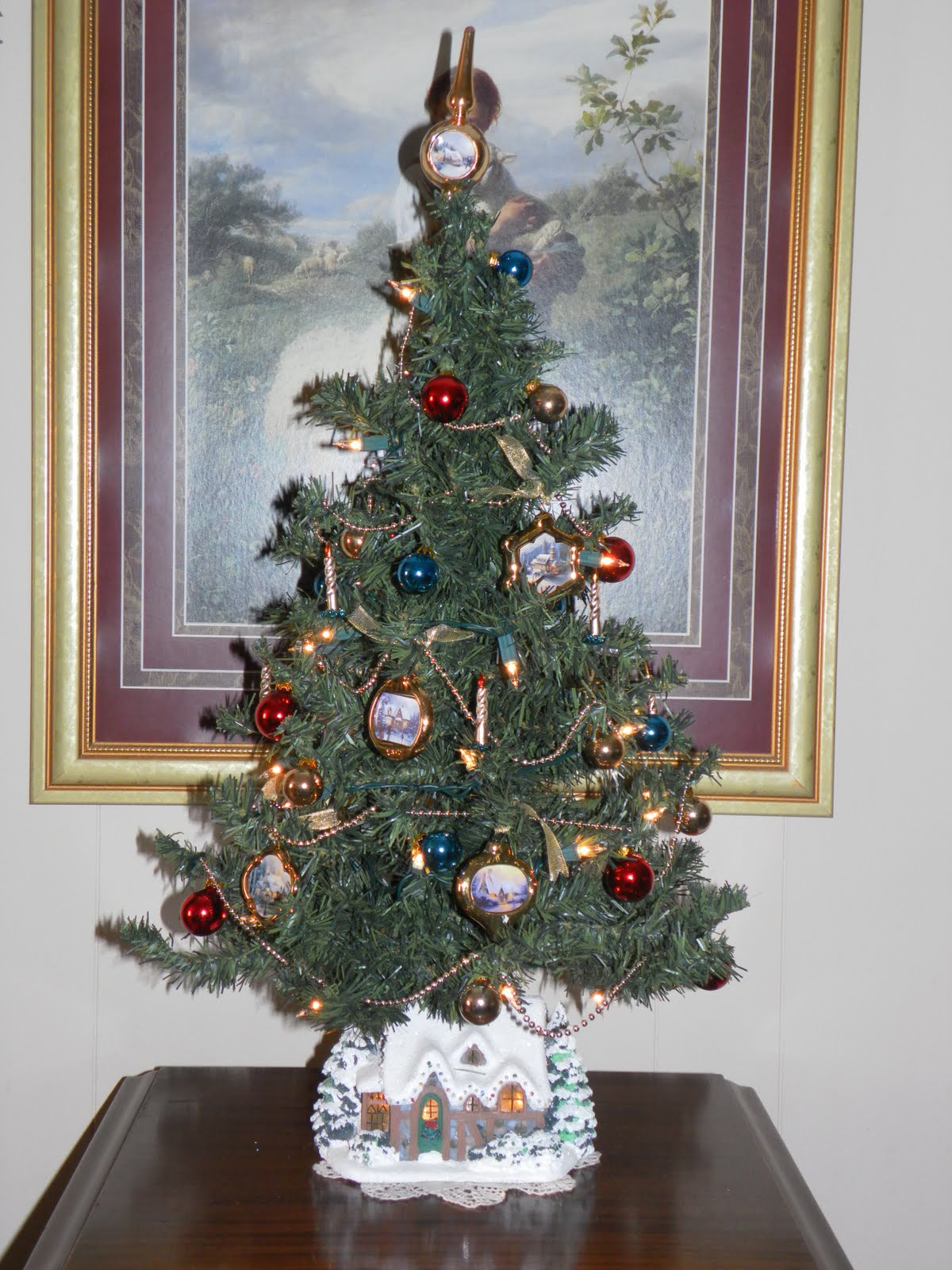 Kinkade christmas ornaments - I Have Always Had A Huge Tree But This Year I Used This Pre Decorated Thomas Kinkade Tree