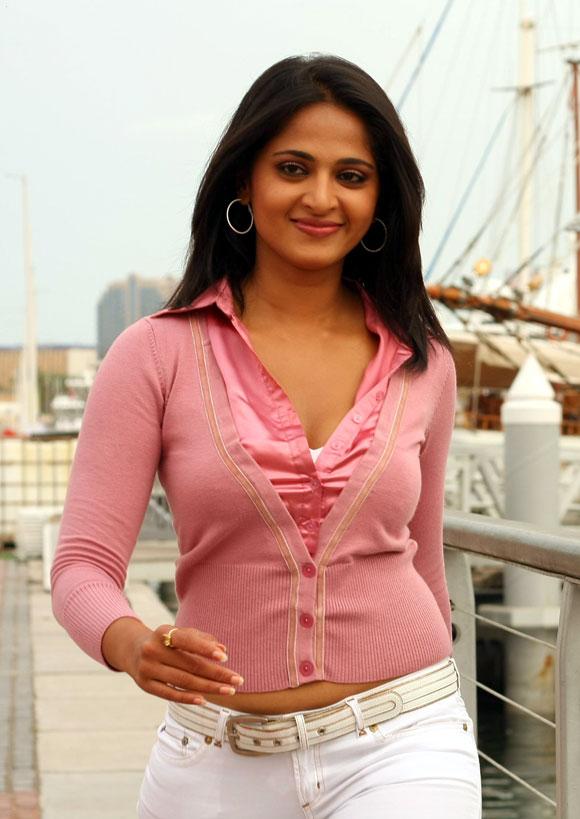 Anushka Stunning Stills from Singam Tamil Movie | South Girls For You ...