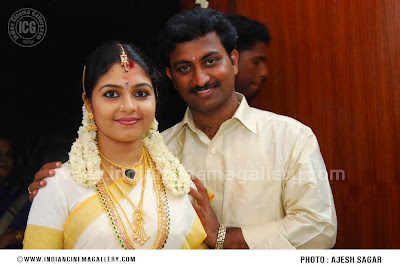 Wedding Photos Gallery on Ambili Devi Wedding Photos  Marriage Pictures Stills Images Gallery