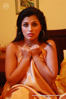 HOT ACTRESS  AARTI PURI   PICTURES