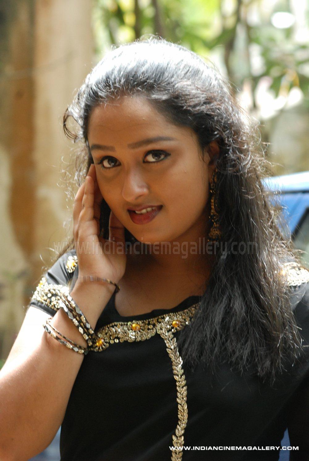 Malayalam tv serial actress krishna prabha latest hot holiday and