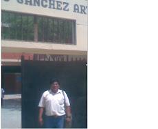 """EN EL FRONTIS DE LA I. E. """"ALEJANDRO SANCHEZ ARTEAGA"""""""
