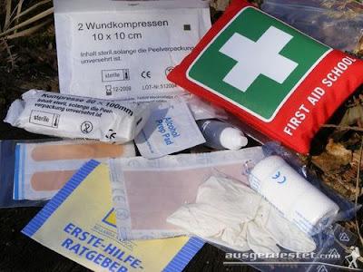 Outdoor Erste-Hilfe Notfall Set für den Rucksack - Tatonka School Tasche mit Inhalt