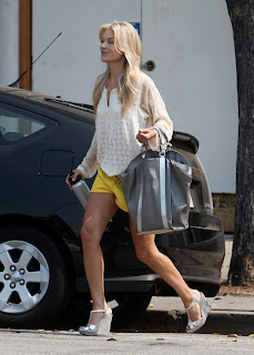 Ali Larter Leggy In Yellow Shorts