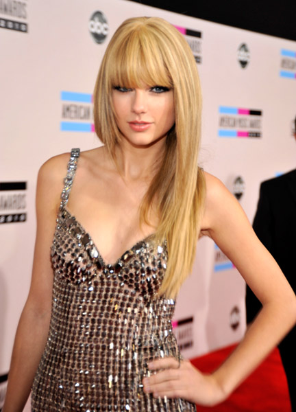 taylor swift red hair. Taylor Swift at 2010 American