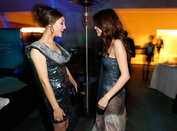 selena gomez victoria justice. Selena Gomez - 2010 Hollywood