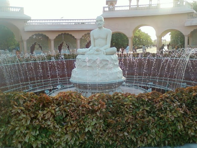 Shree Gajanan Maharajs pratima at the entrance of Anand Sagar