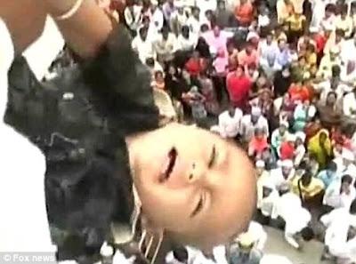 http://3.bp.blogspot.com/_-lNz_Cr4Qec/SpXyXuVBg2I/AAAAAAAABOI/-OzdZJLS4vY/s400/Baby-Throwing-India_7.jpg