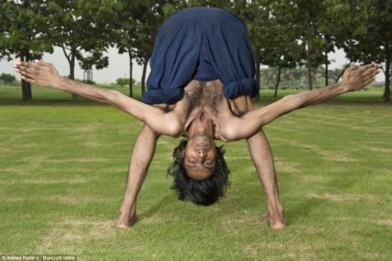 http://3.bp.blogspot.com/_-lNz_Cr4Qec/TMT6PTlTdkI/AAAAAAAABWw/Noq9sM0_Ehw/s1600/Vijay+Sharma+Most+flexible+man2.jpg