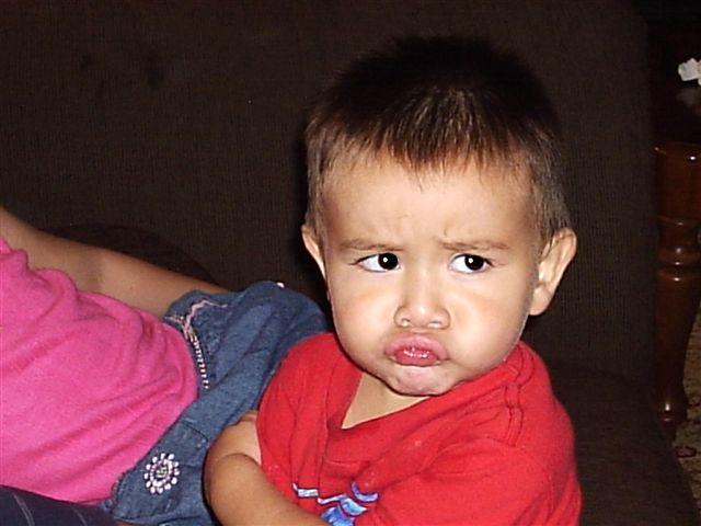 Niño enojado de caricatura - Imagui