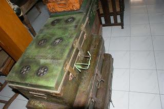 barang antik koper kuno belanda