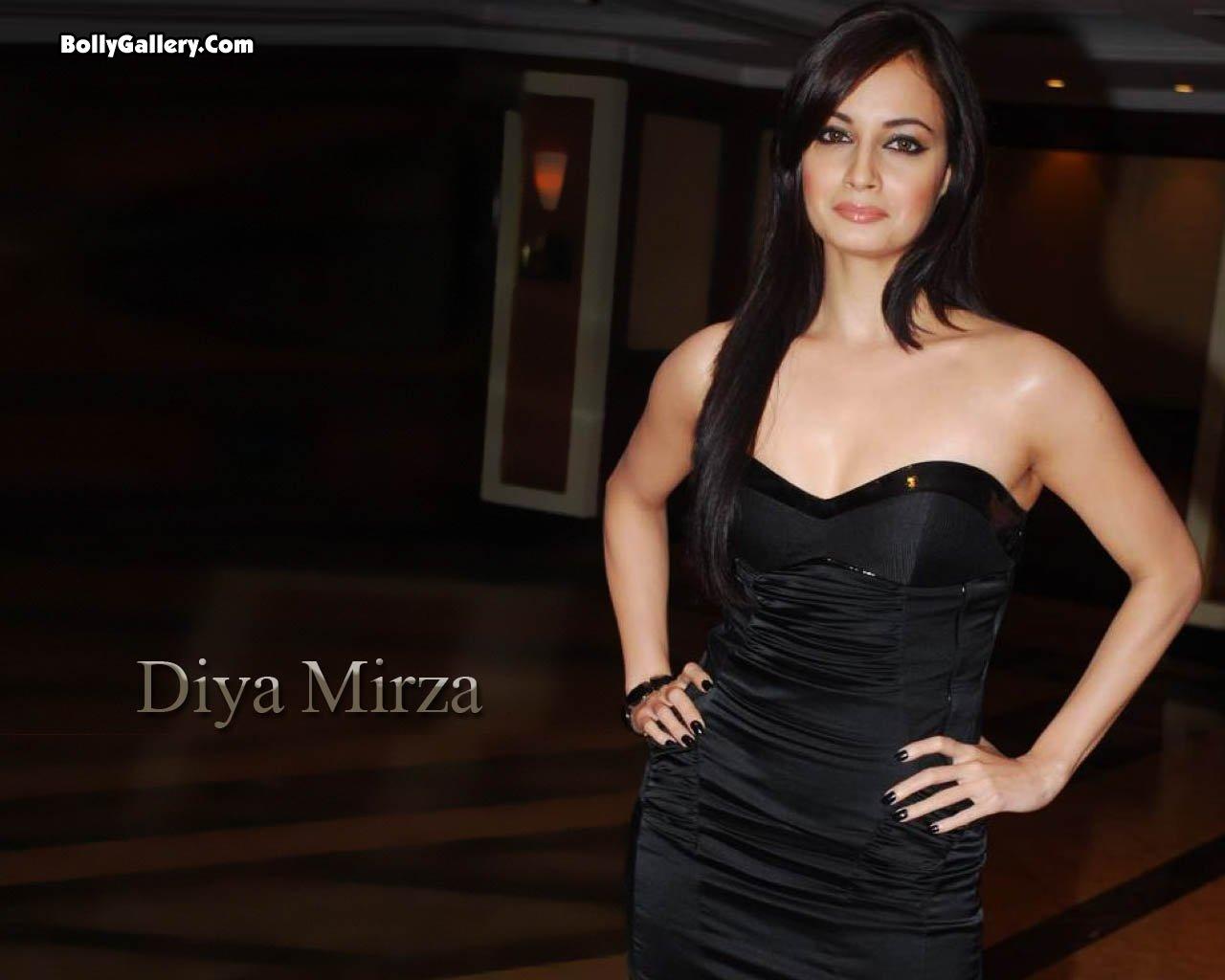 http://3.bp.blogspot.com/_-n1JU4m63mA/S7Lwec3Vd0I/AAAAAAAAAzM/yUo_sm-YECE/s1600/stunning+Diya+Mirza+anthology+2.jpg