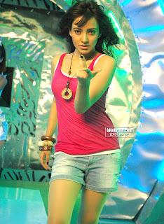 naha sharma sexy photos in pink top