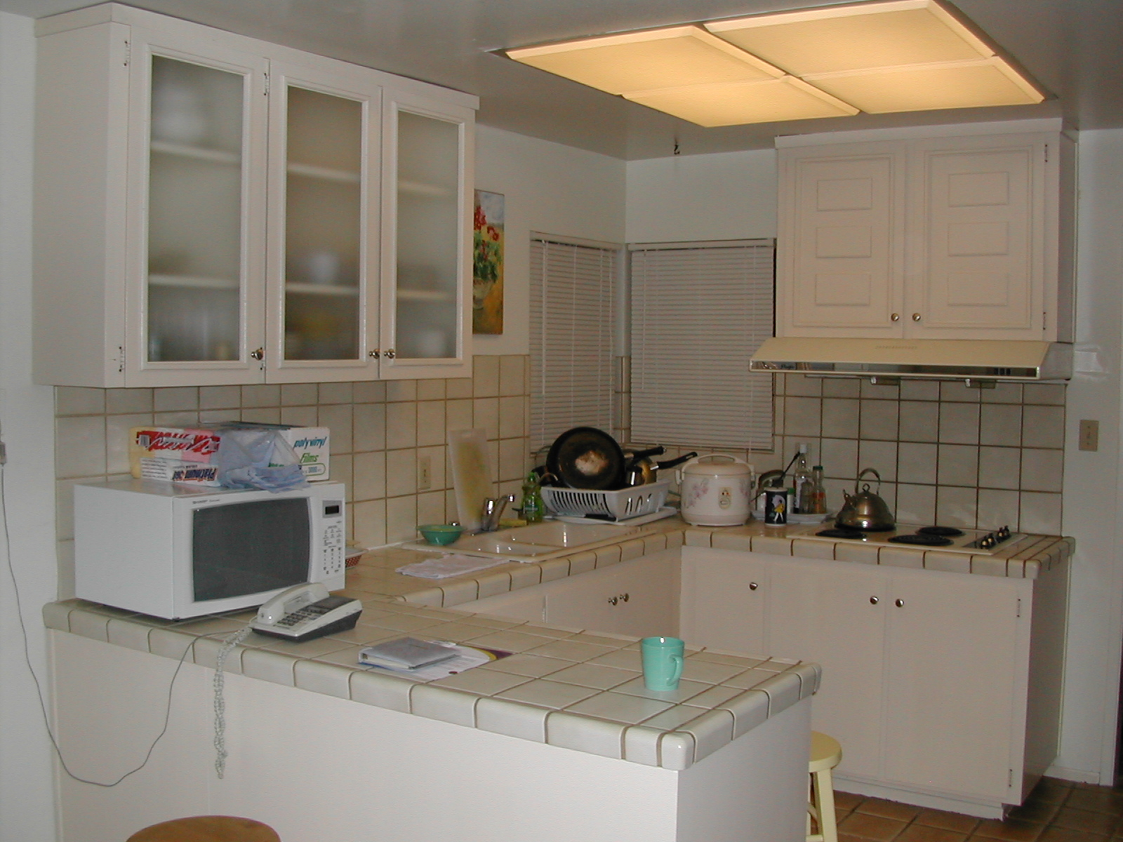 Kitchen without wall cabinets for Kitchen without wall units