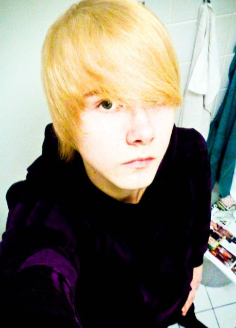 long black hair emo. Blonde And Black Hair Emo.