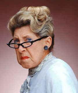 http://3.bp.blogspot.com/_-p_9rC6UQc0/Sfb8uM4CQPI/AAAAAAAAAT4/z2NAZtVKtz0/s1600/Angry-old-woman.jpg