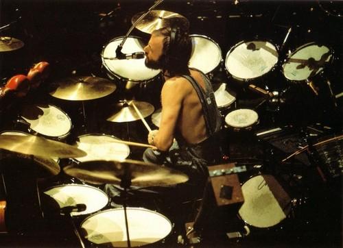el mejor baterista  (alex de mana)