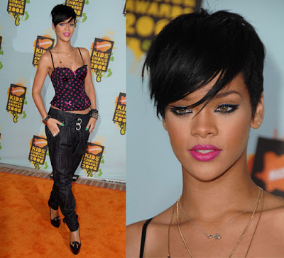 rihanna short hair. Riahnna hair:Rihannas short
