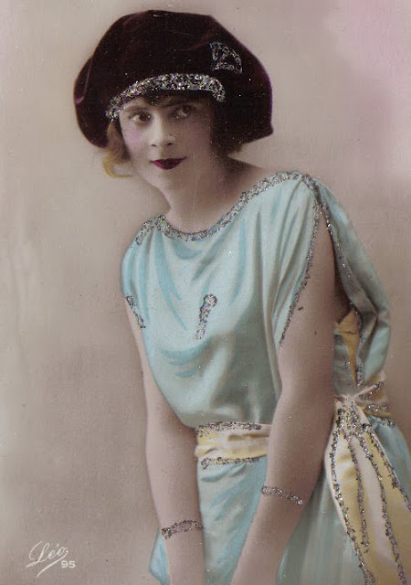 flappers girls gone wild The history of the flapper, part 1: a call for freedom the young, fashionable women of the 1920s define the dress and style of their peers in their own words.