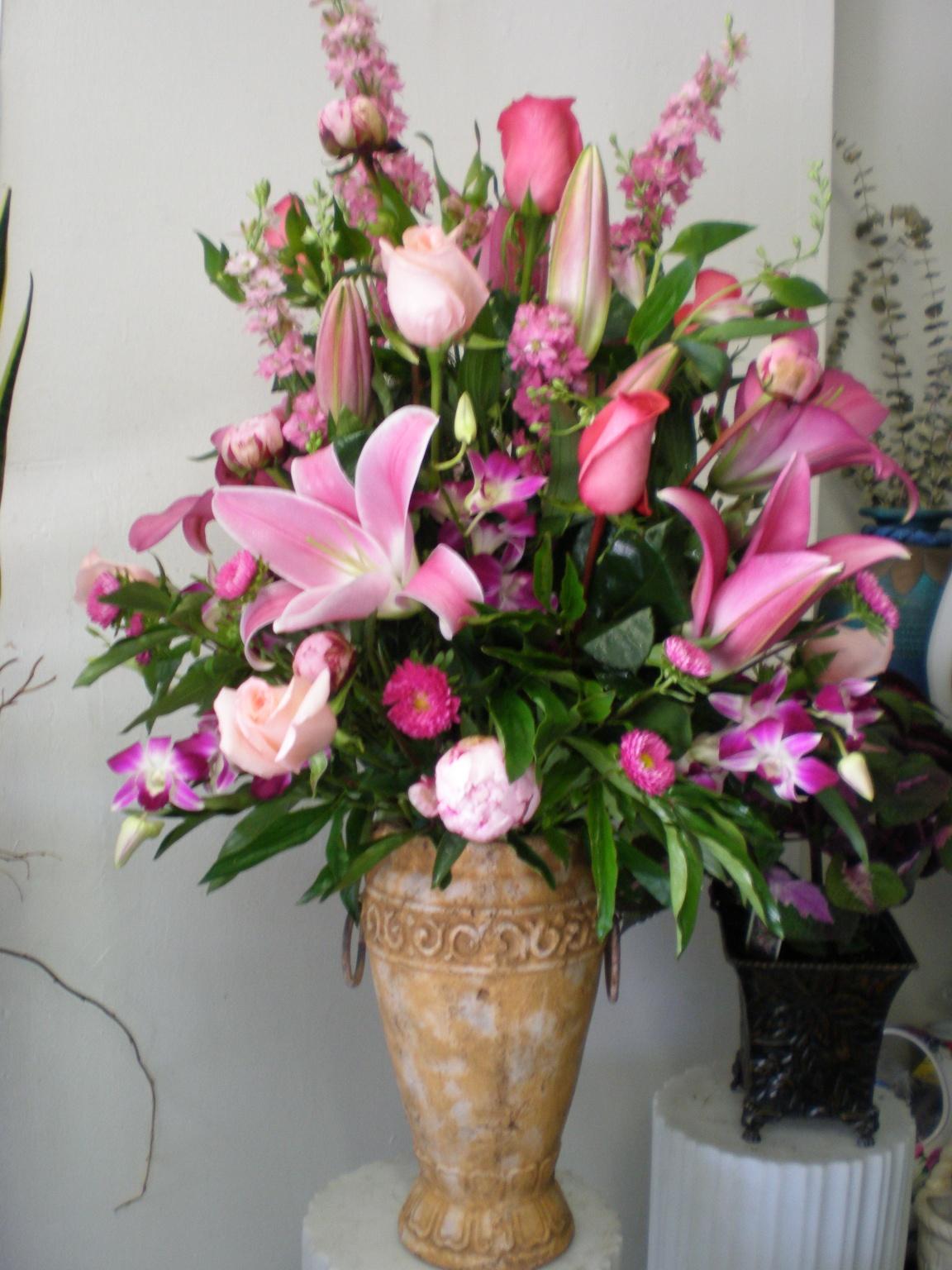 Hummingbird Flower Arrangement This Flower Arrangement is