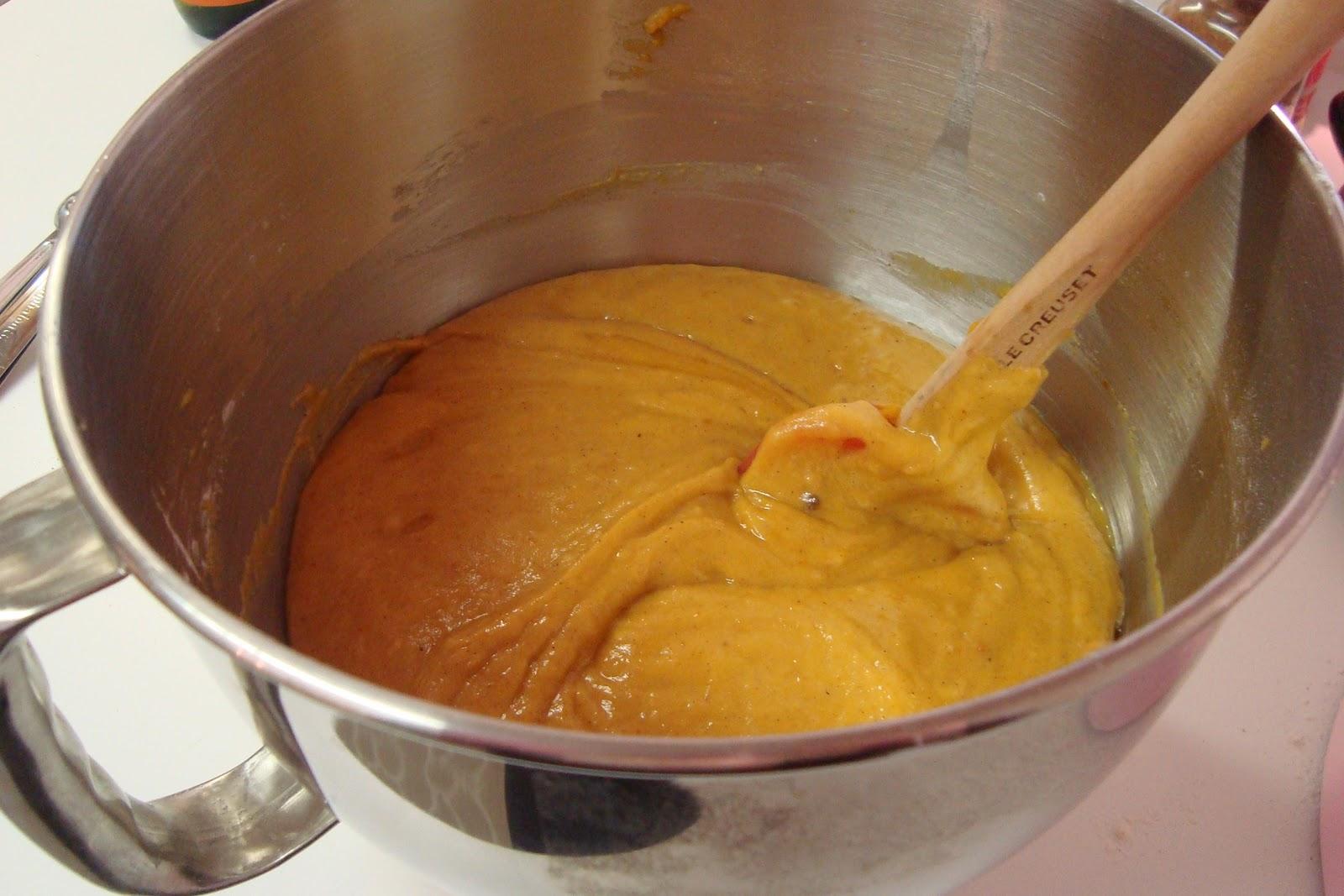 http://3.bp.blogspot.com/_-ueN7Wf2brI/TOnLVGCPAJI/AAAAAAAAAmw/PgNGRkRlkD4/s1600/pumpkin+cupcake+batter.JPG