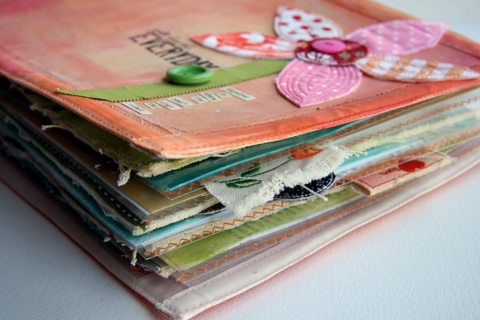 http://3.bp.blogspot.com/_-v44zUUtn3o/TAxqv4gF8HI/AAAAAAAAAac/EC04mC3Y4D8/s1600/fabric+scrapbooking+cover3.jpg