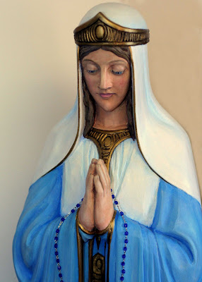 Statue of Mary praying