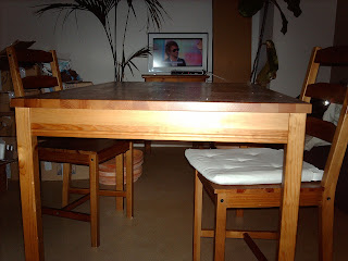 super brocante table en bois 4 chaises ikea. Black Bedroom Furniture Sets. Home Design Ideas