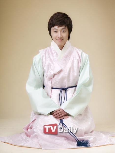 [jung+il+woo+hanbok.jpg]