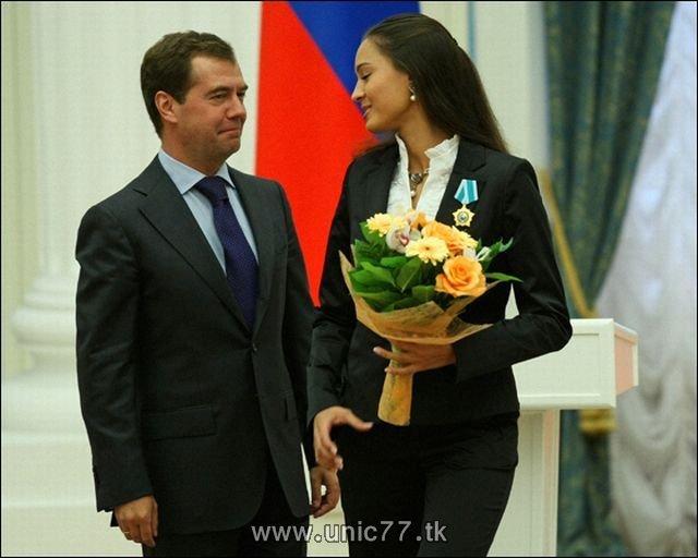 http://3.bp.blogspot.com/_-x7gqq9QJuA/TIBiwo0i_BI/AAAAAAAARjQ/wZxYqR3go3M/s1600/russia_president_08.jpg