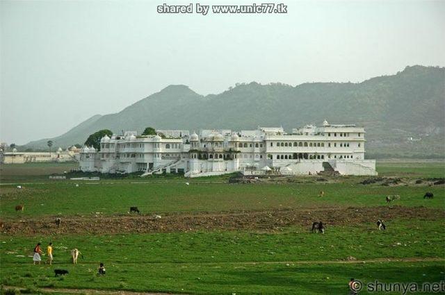 http://3.bp.blogspot.com/_-x7gqq9QJuA/TIcT64AiA_I/AAAAAAAAUBM/Ll-4UslfZSc/s1600/india_lake_palace_13.jpg