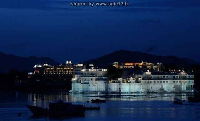 http://3.bp.blogspot.com/_-x7gqq9QJuA/TIcXKANdcAI/AAAAAAAAUCc/i0NR2HcP_1Q/s1600/india_lake_palace_03.jpg