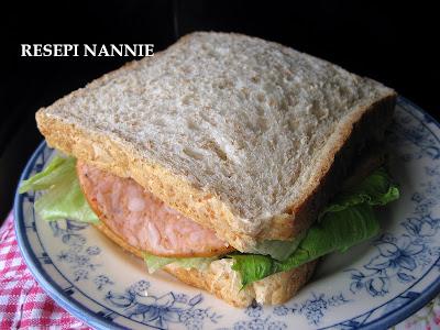 RESEPI NANNIE: SANDWICH CHICKEN SALAMI
