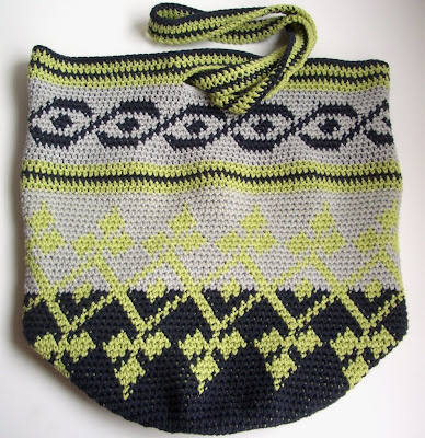 Tapestry Crochet Bag : Smoking Hot Needles: Tapestry Crochet Bag