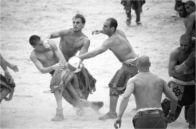 Calcio Fiorentino - A Bruising, Anarchic And Exhilarating Spectacle Of Sport