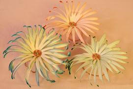 Fleur en osier sur support métallique