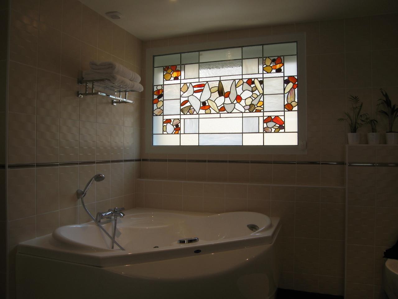 Vitrail dans salle de bains atelier de cr ations de for R s bains pharmacy