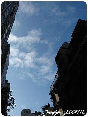 巷弄裡的天空