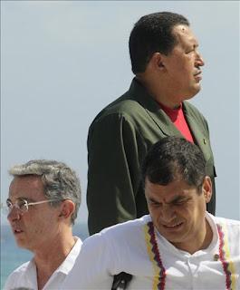 Uribe a Chávez: ¨Sea Varón¨ ; Chávez a Uribe: ¨Vete al Carajo¨