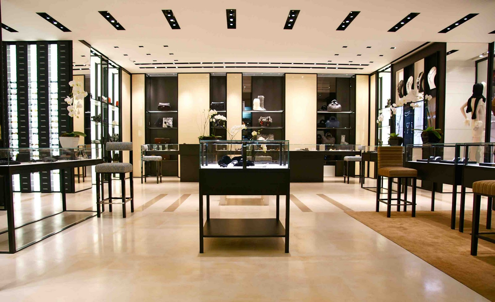 CHANEL en Saks Fifth Avenue México  Latin Fashion News